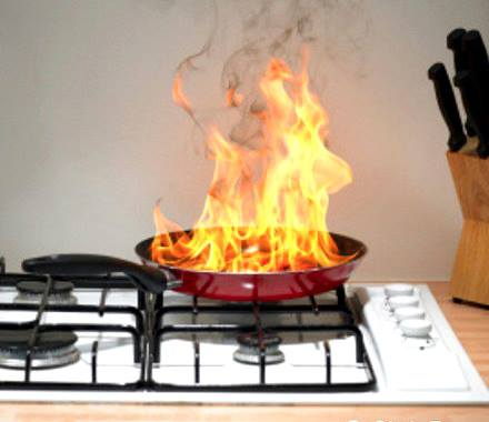 Firenxt Incendio in cucina